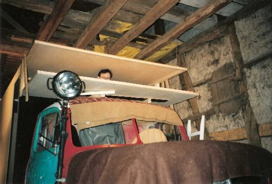 nurlangsam nimmt dasreisemobil formen an die windschutzscheiben sind nochnicht montiert. Black Bedroom Furniture Sets. Home Design Ideas